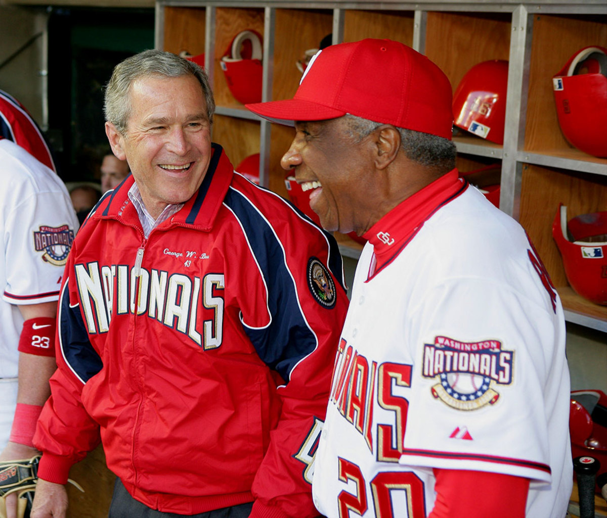 2005-0414-George-W-Bush-Frank-Robinson-014440532.jpg