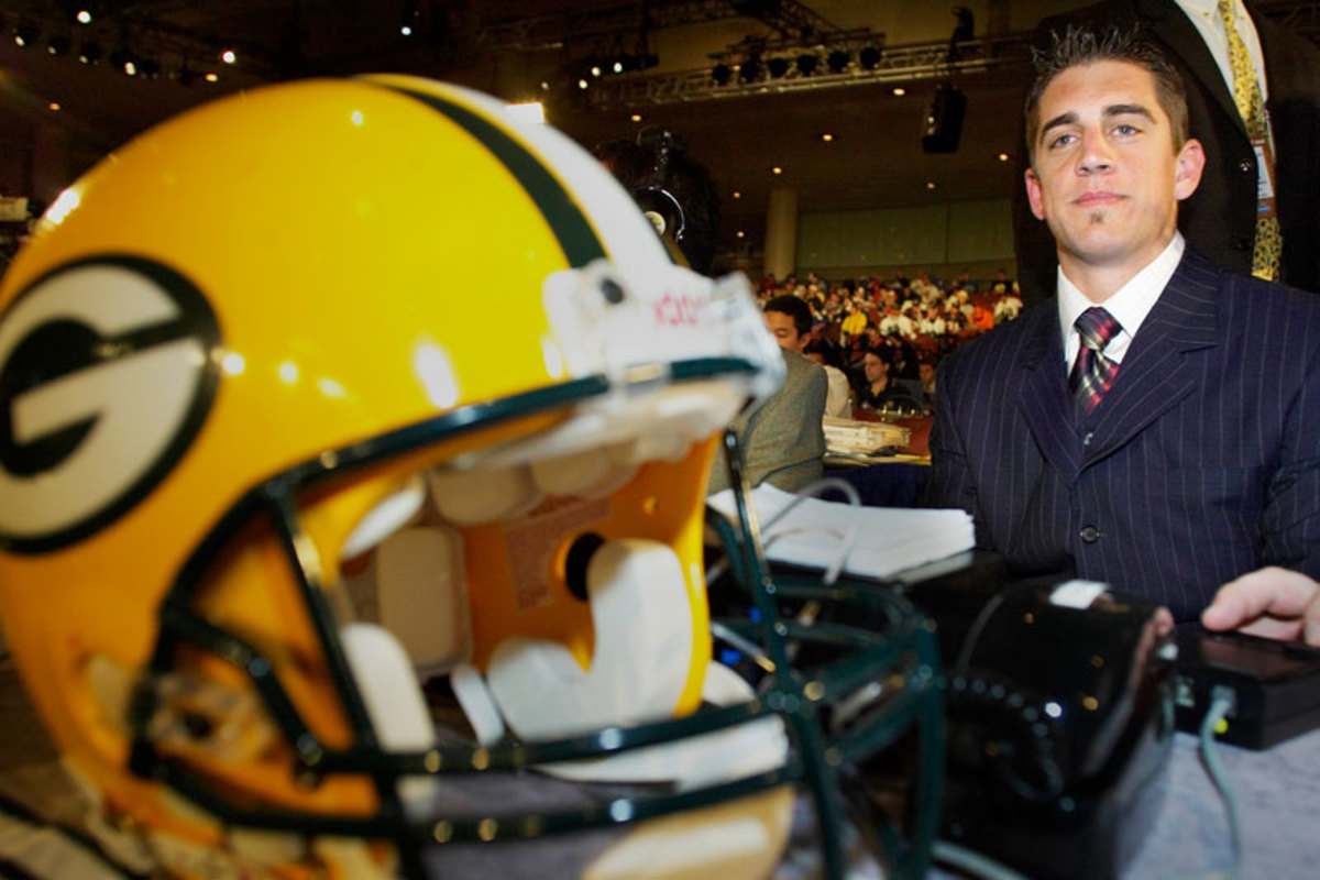 Could Mariota tumble the way Rodgers did in 2005? (Adam Rountree/AP)