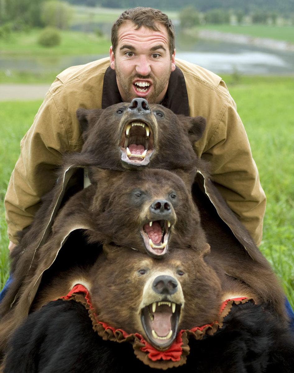 Jared-Allen-hunting-bears.jpg