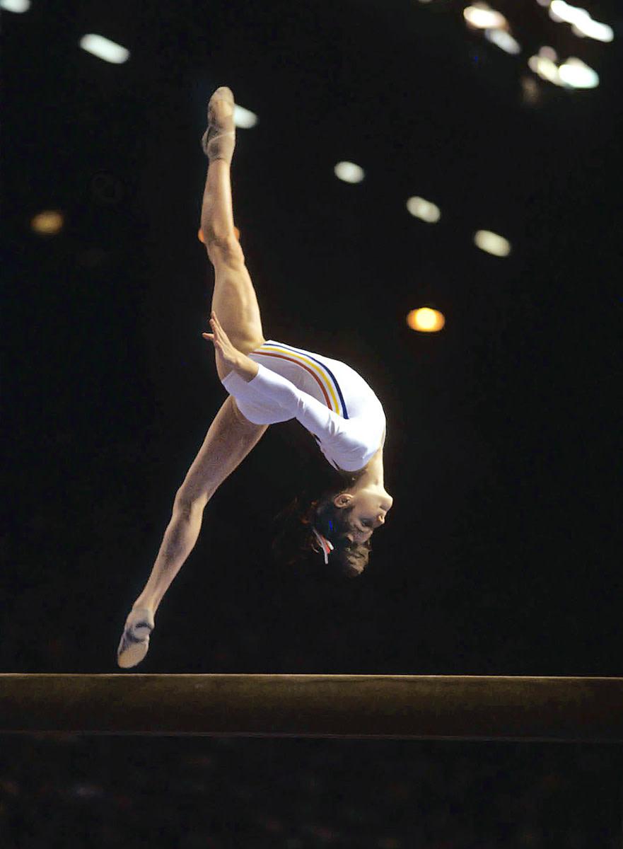 48-nadia-comaneci-1976-fs.jpg