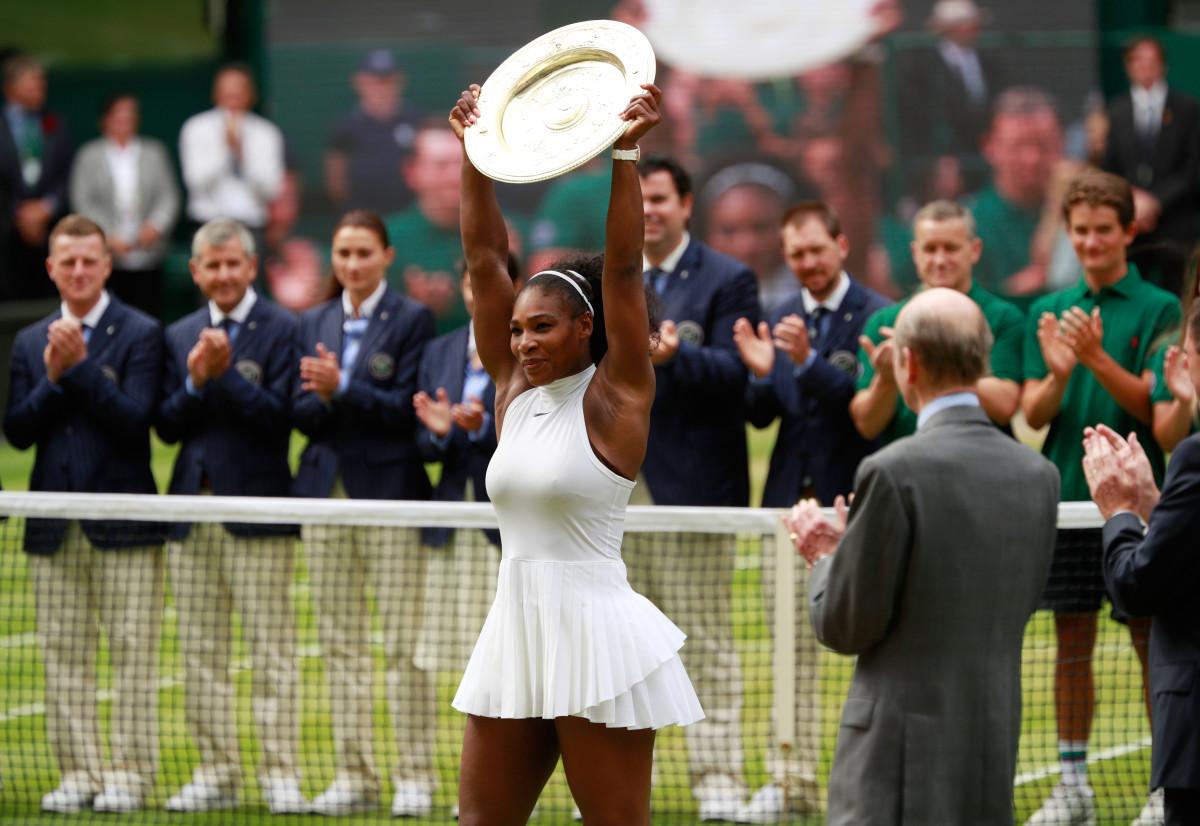Serena Williams wins 2016 Wimbledon.jpg