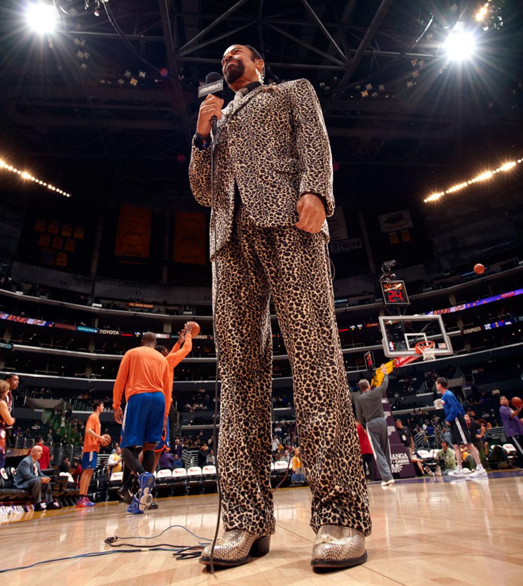 2011-0109-Walt-Clyde-Frazier-suit-opy2-56808.jpg