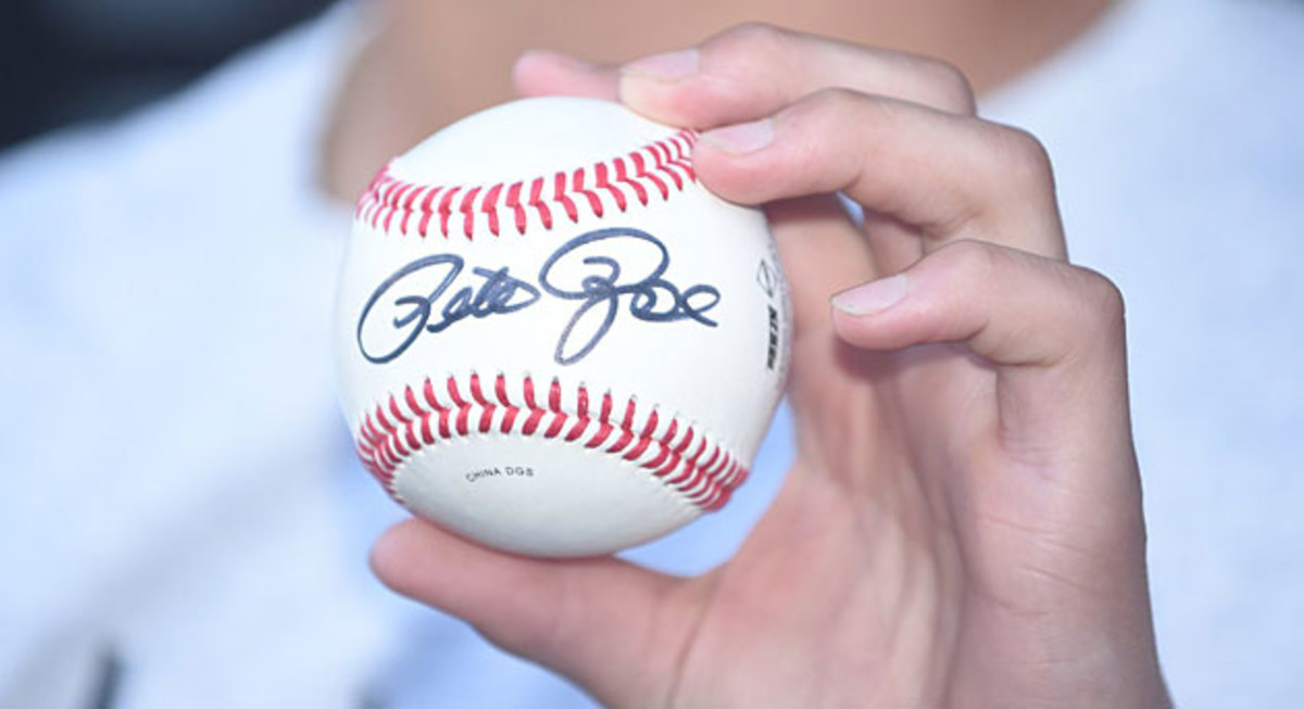 pete-rose-autographed-ball2.jpg