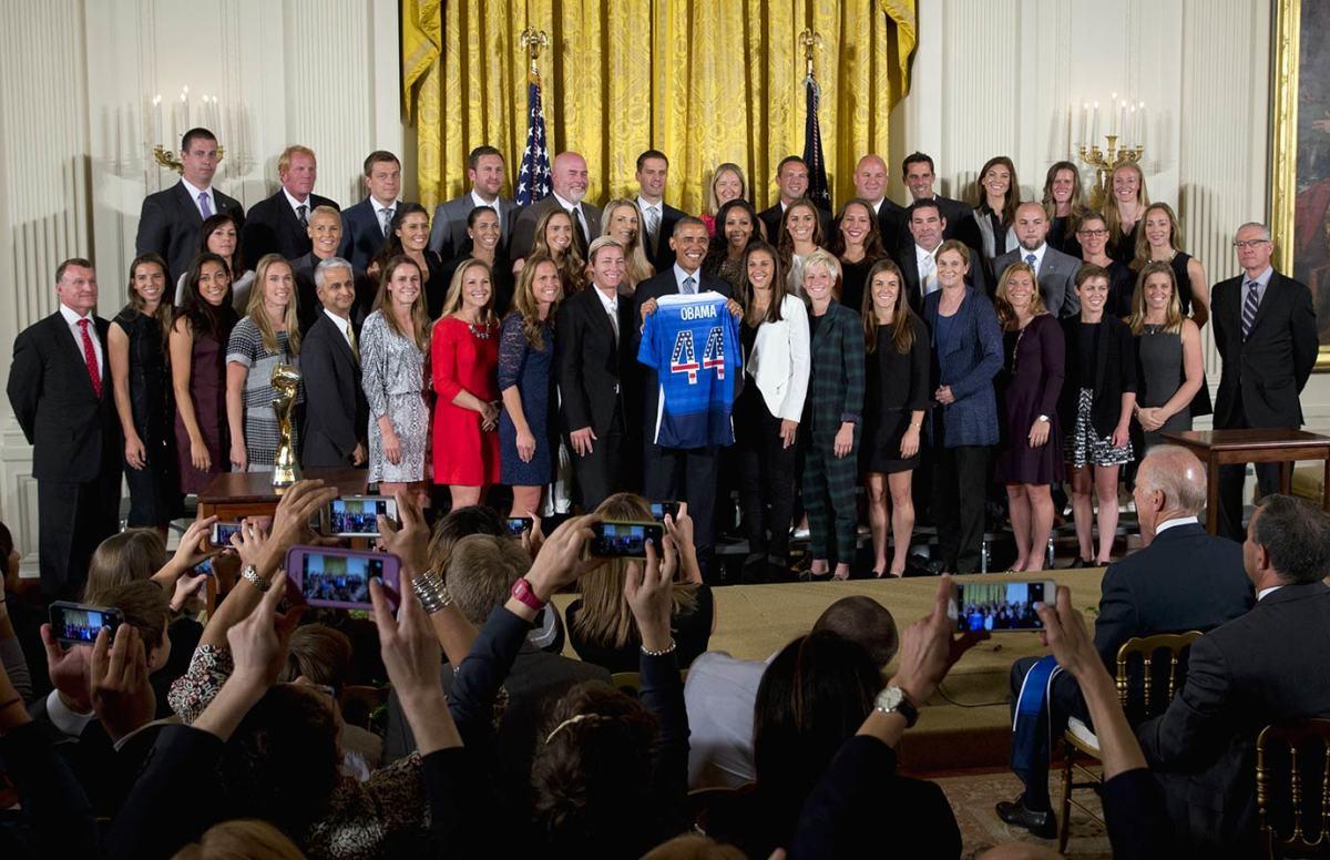 President-Barack-Obama-USWNT-fa8f018e854641bcb9690f5fa559cca4-0.jpg