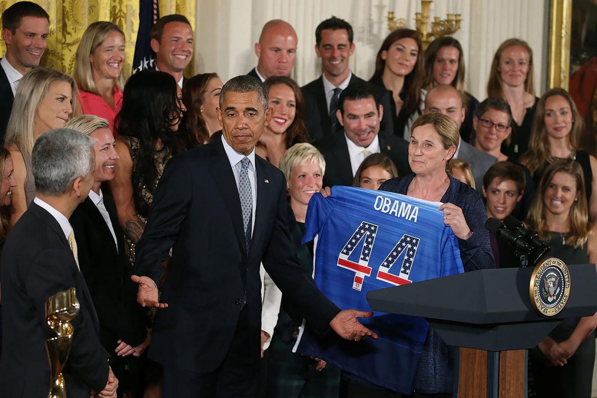 President-Barack-Obama-USWNT-Jill-Ellis-494481216_master.jpg