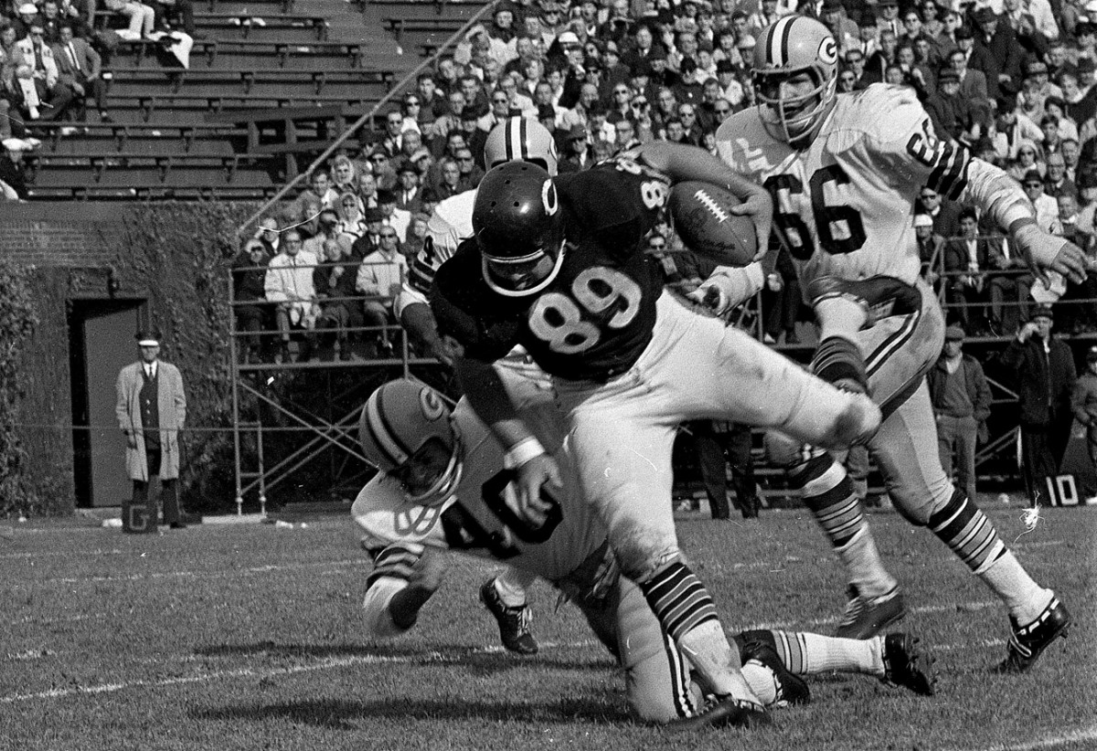 A new-style tight end for the '60s, Ditka proved as tough to handle for outmatched defenders as Gronkowski is today.