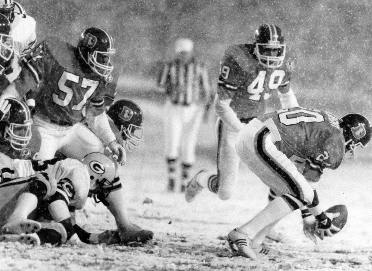 1984-Broncos-Packers-Louie-Wright-snow.jpg