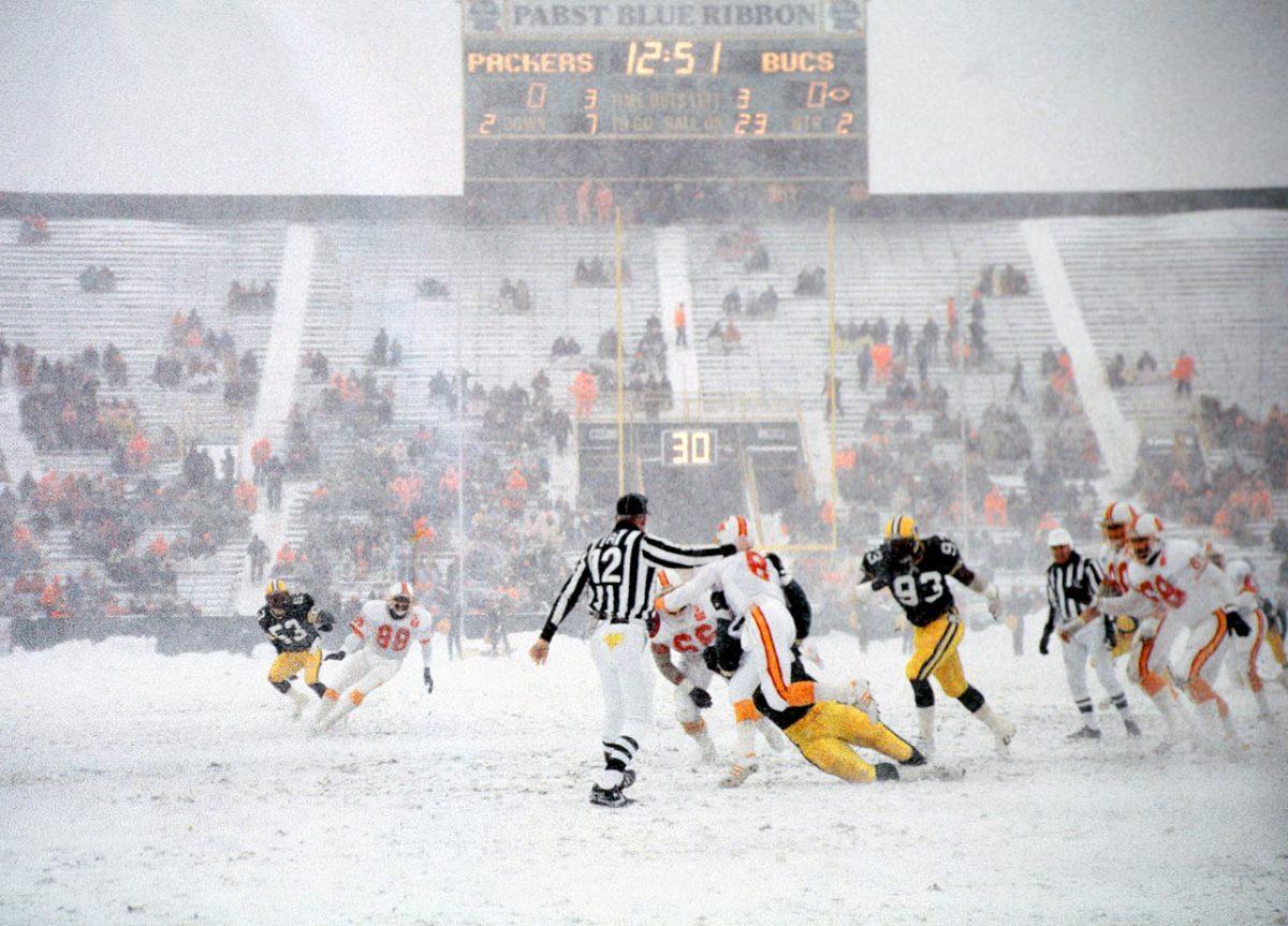 1985-Packers-Buccaneers-snow.jpg