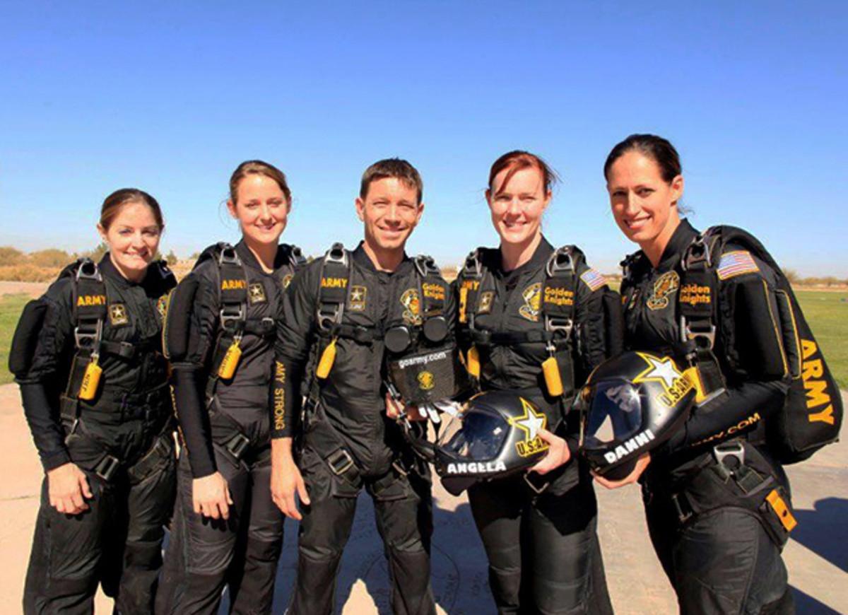golden-knights-skydiving-inline.jpg