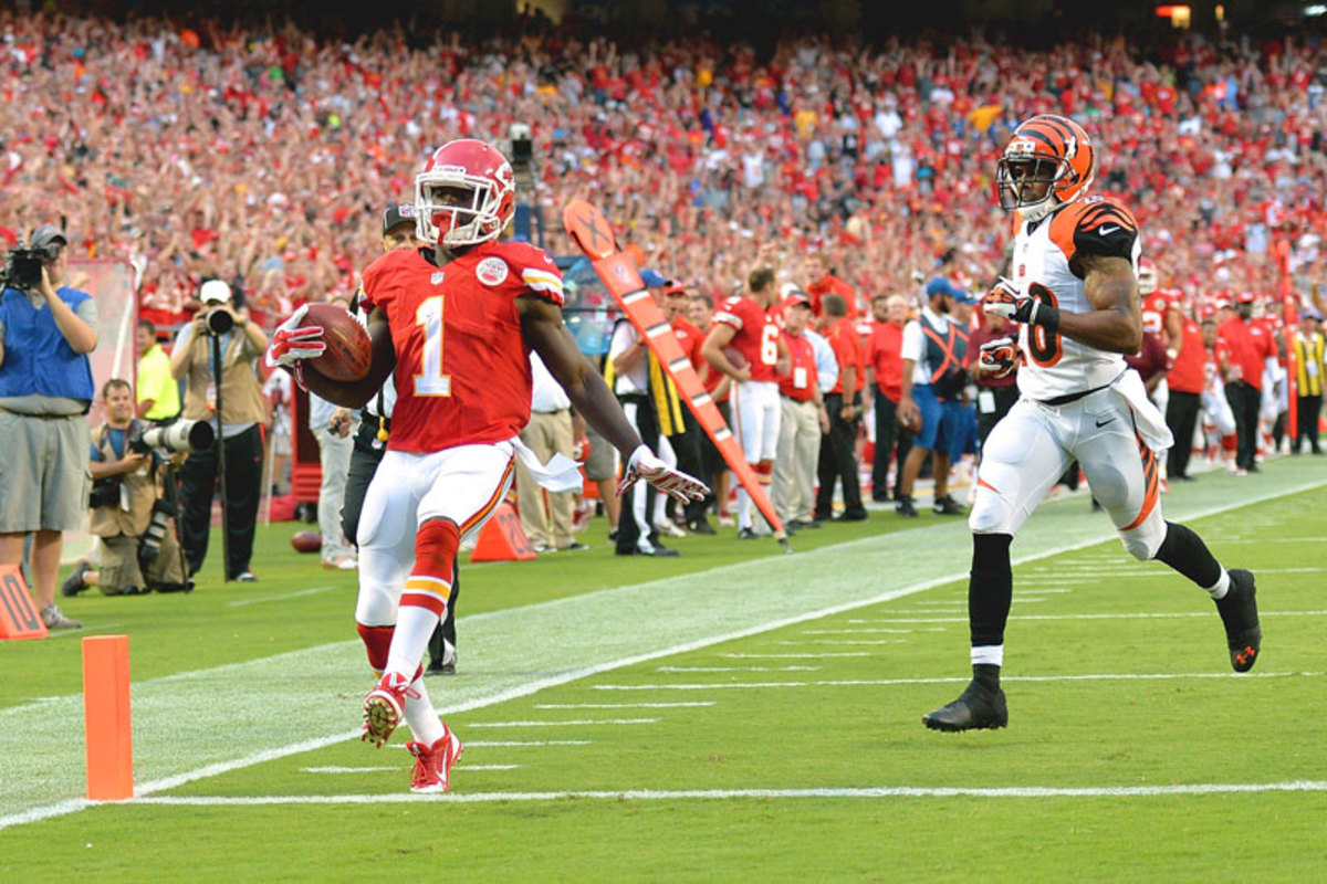 De'Anthony Thomas taking the ball across the goal line against the Bengals on Thursday. (Peter Aiken/Getty Images)