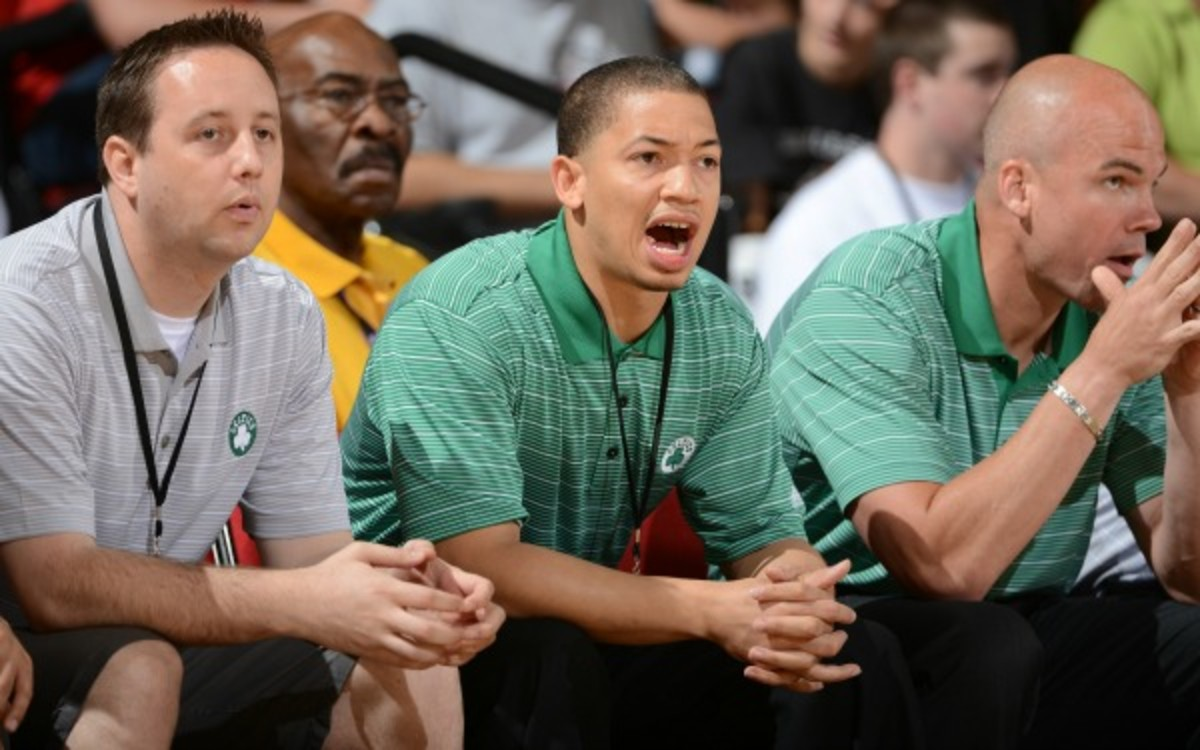 Lue, center, will be meeting with the Cavaliers last next week. (Garrett Ellwood/Getty Images)