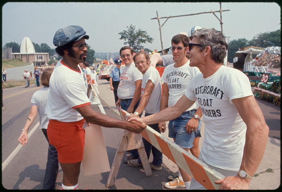 players-strike-1974-handshake-ji.jpg