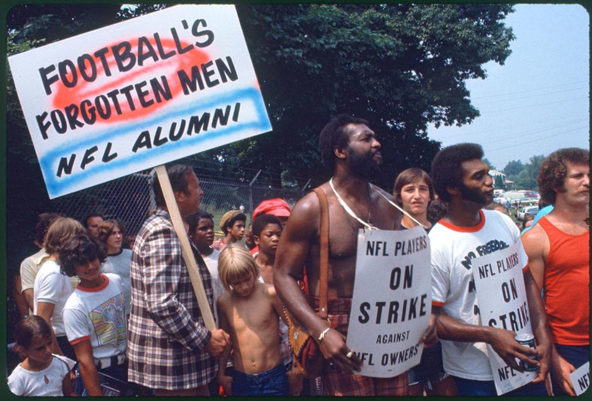 players-strike-1974-shirtless-wi.jpg