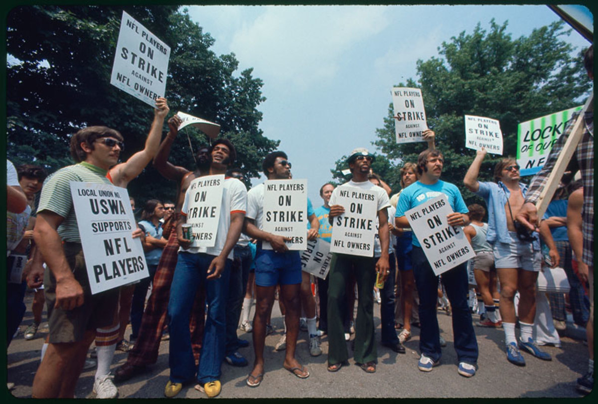 players-strike-1974-picketers-nl.jpg