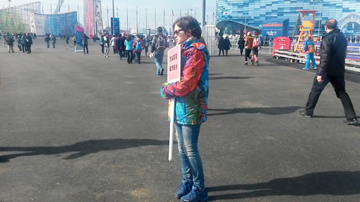 free-hugs-337-sochi-olympic-park.jpg