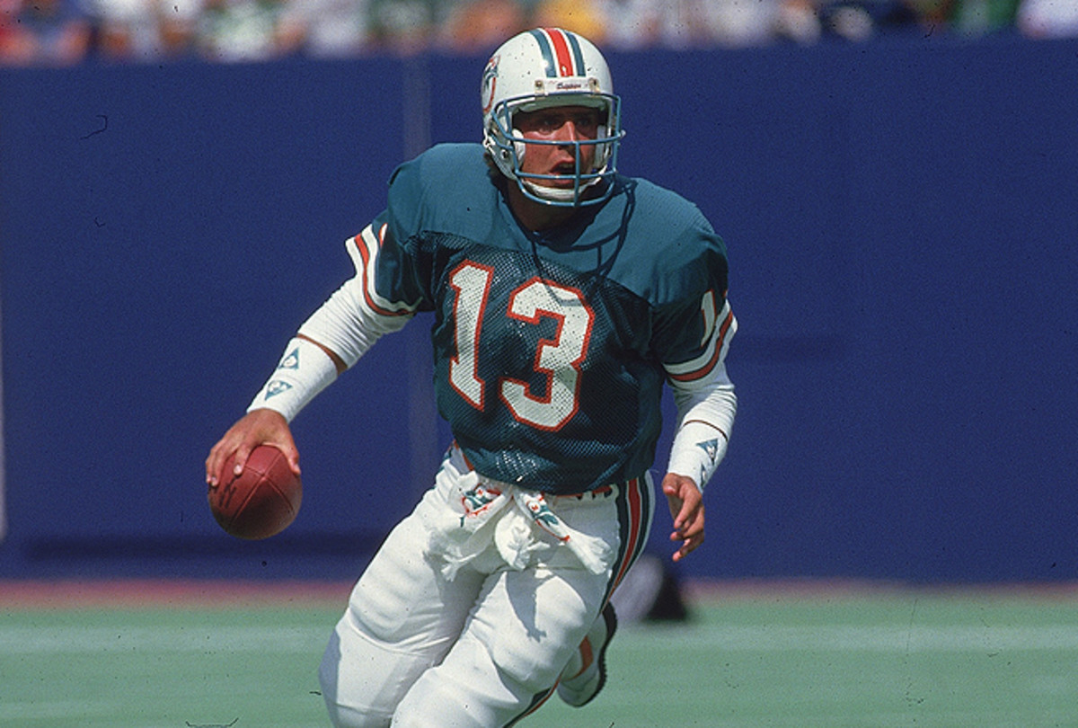Dan Marino becomes the most prominent modern player to join concussion litigation against the NFL.