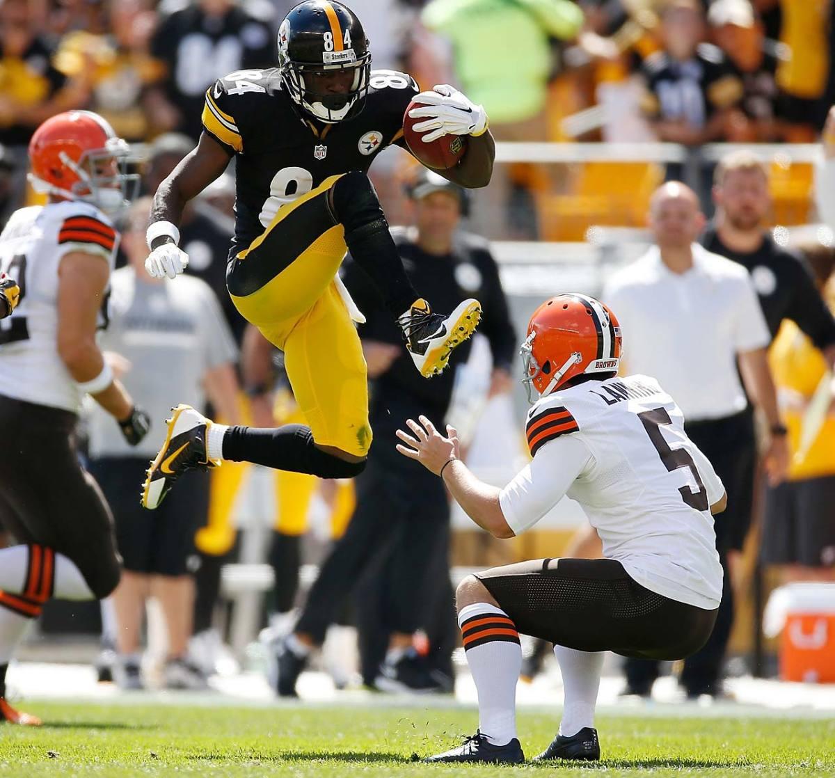 Antonio-Brown-kick-4.jpg