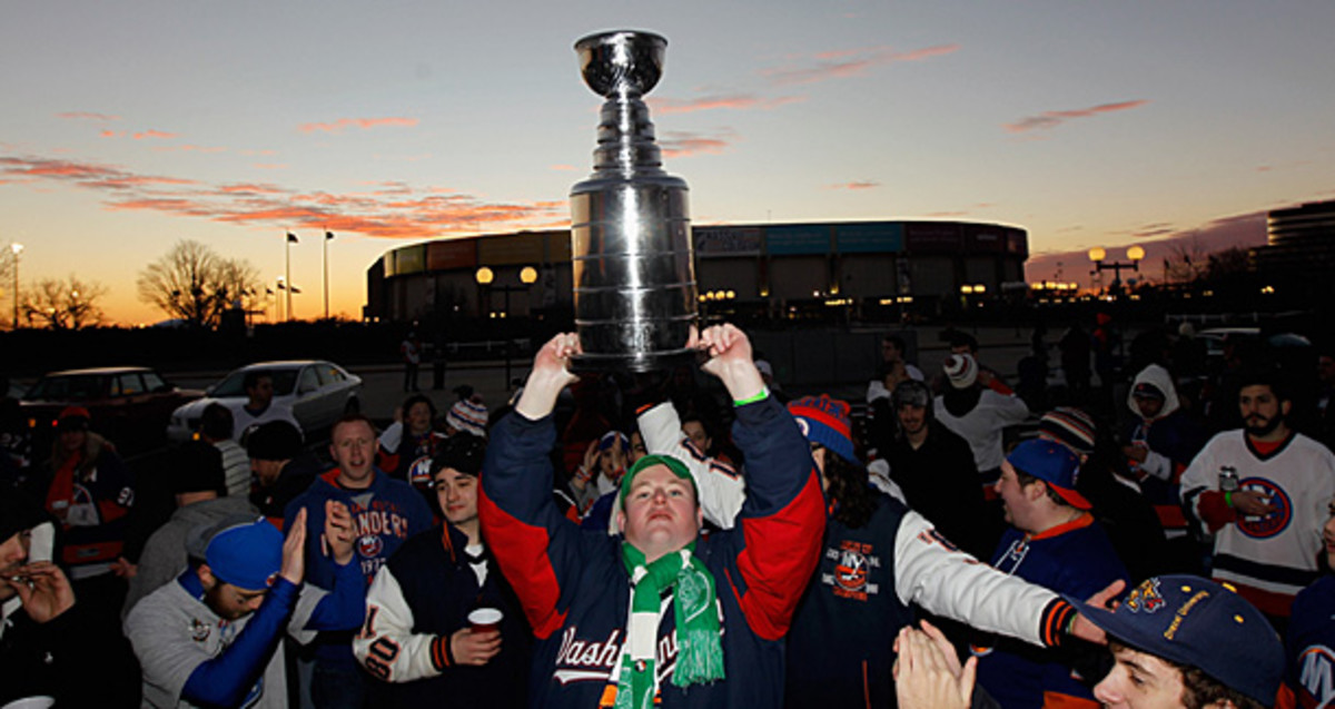 New York Islanders fans with the Stanley Cup