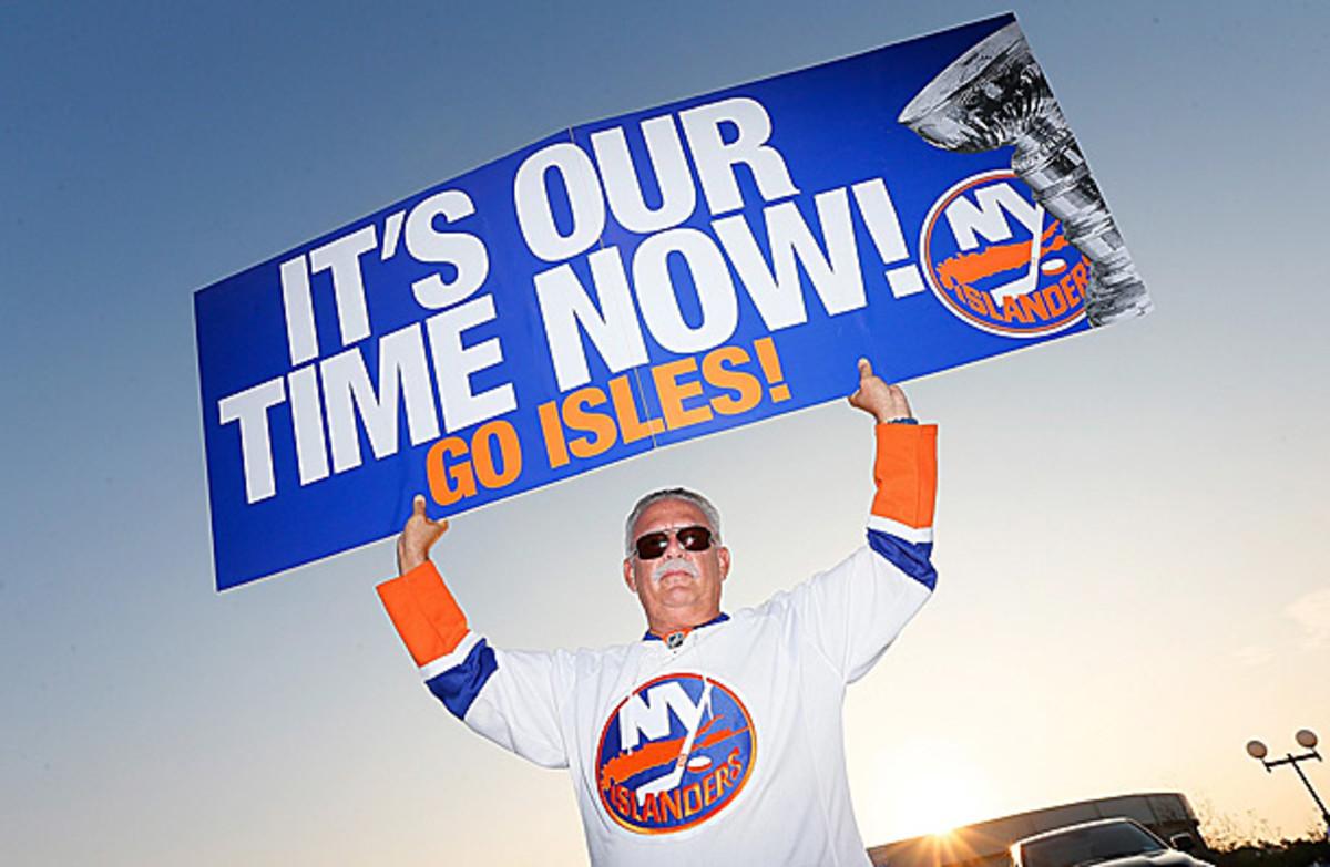 New York Islanders fan with sign