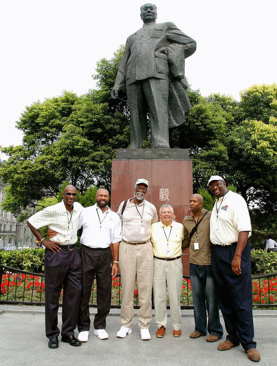 2004-1012-2004-Clyde-Drexler-Mel-Davis-Bill-Russell-David-Stern-Kenny-Smith-Bob-Lanier.jpg
