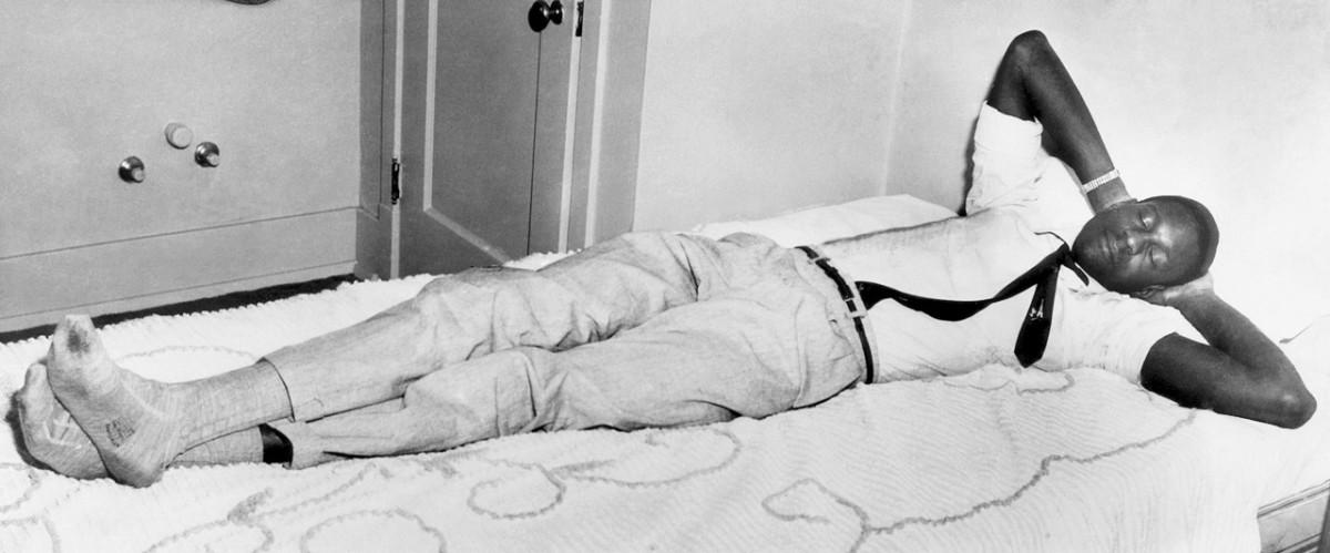 1956-bill-russell-sleeping.jpg