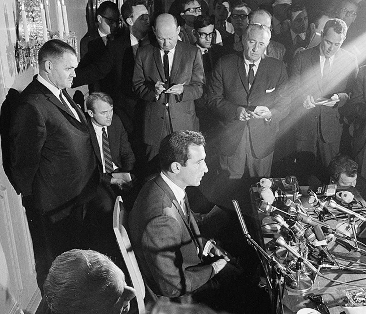 Koufax announced his retirement in the Sansui room of the Regent Beverly Wilshire Hotel on Nov. 18, 1966.