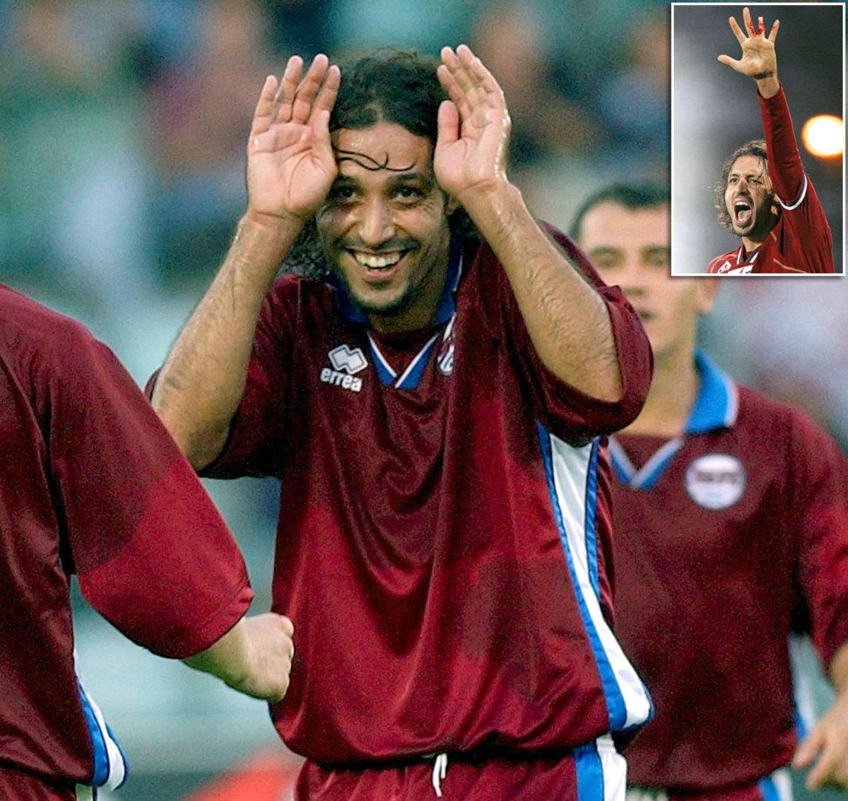 2004-Paulo-Diogo-finger.jpg