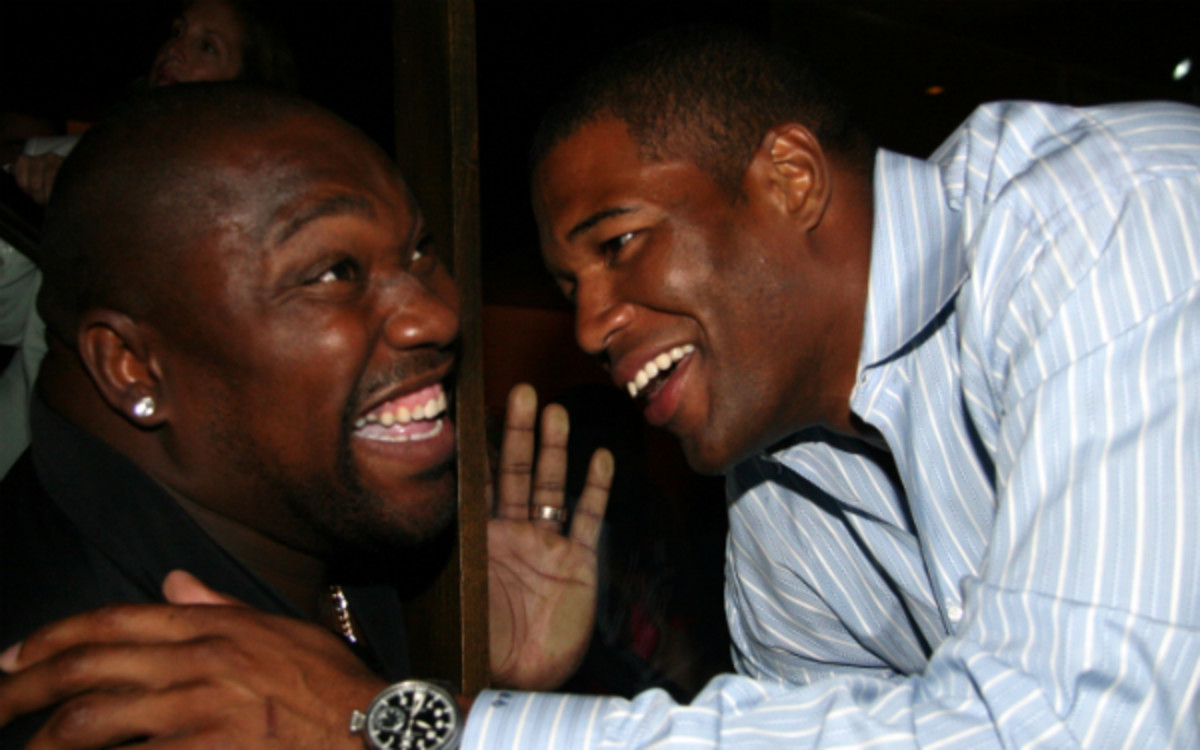 Michael Strahan and Warren Sapp have experienced friendlier times. (Johnny Nunez/Getty Images)