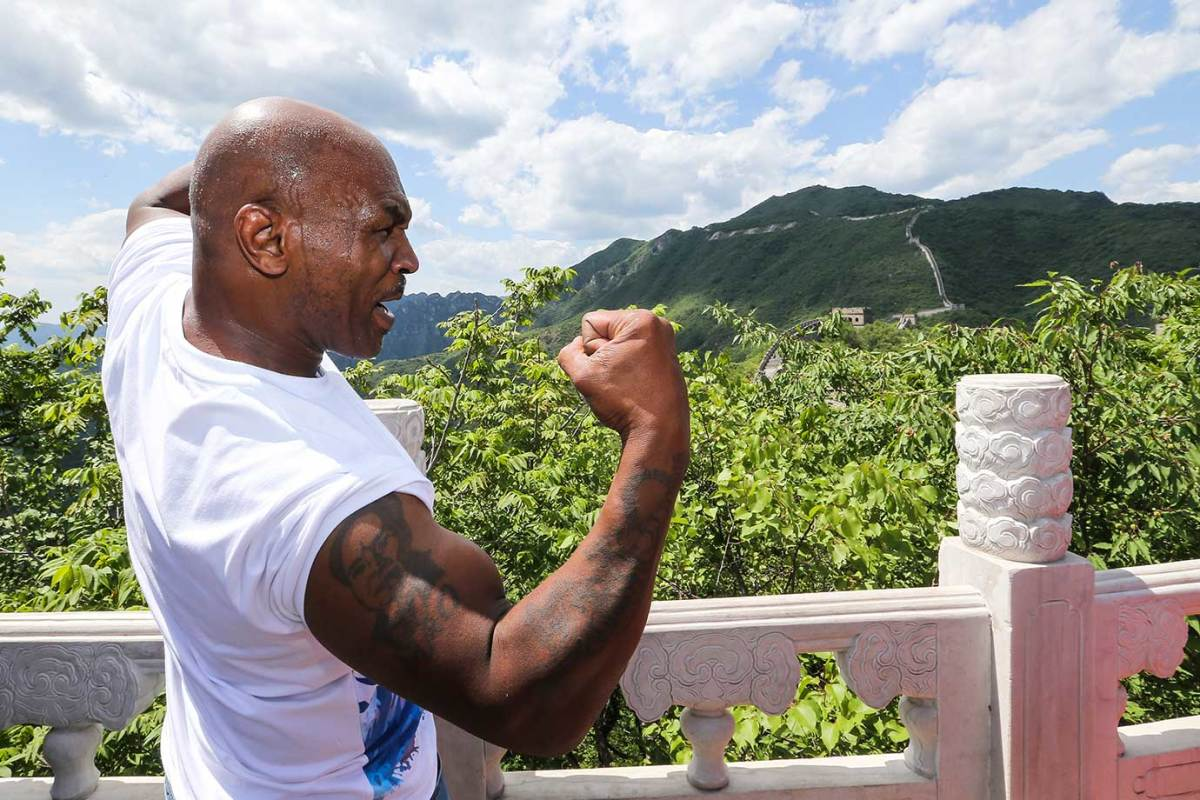 2016-0524-Mike-Tyson-Great-Wall-of-China.jpg