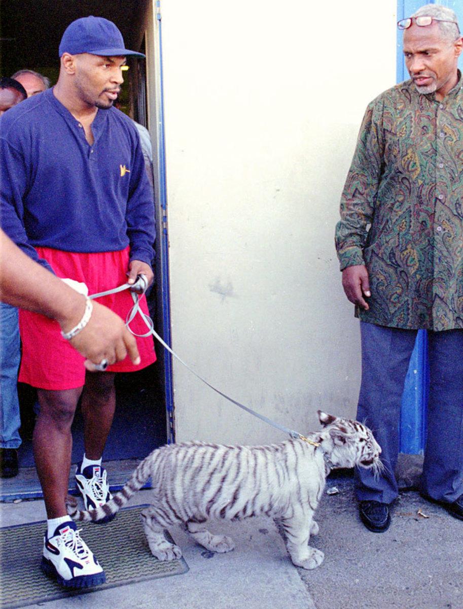 1996-mike-tyson-pet-tiger-kenya.jpg