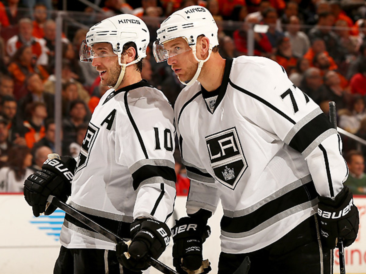 Ex-Flyers Mike Richards (left) and Jeff Carter had a successful trip to Philadelphia. (Elsa/Getty Images)