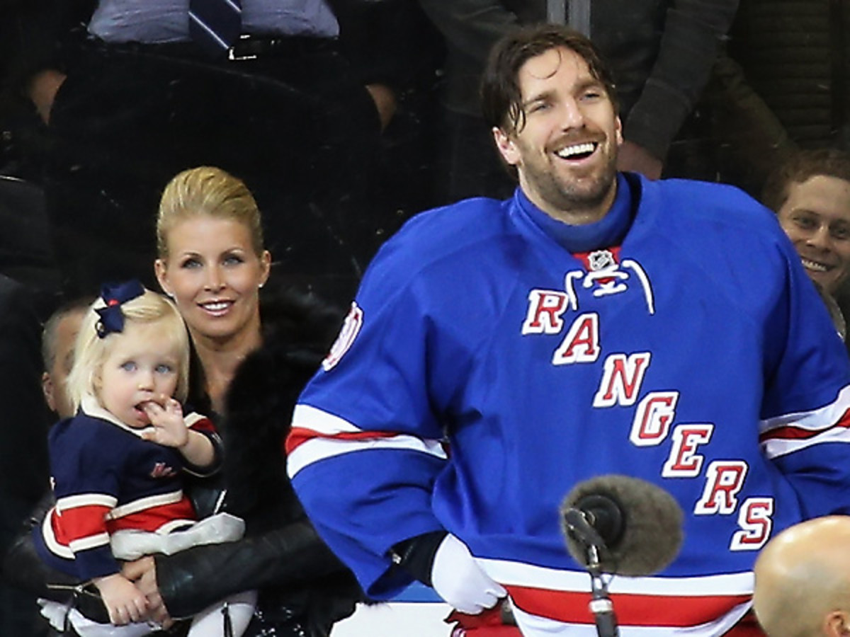 Henrik Lundqvist (right) smiles alongside his wife Therese and daughter Charlise during his pregame ceremony. (Bruce Bennett/Getty Images)