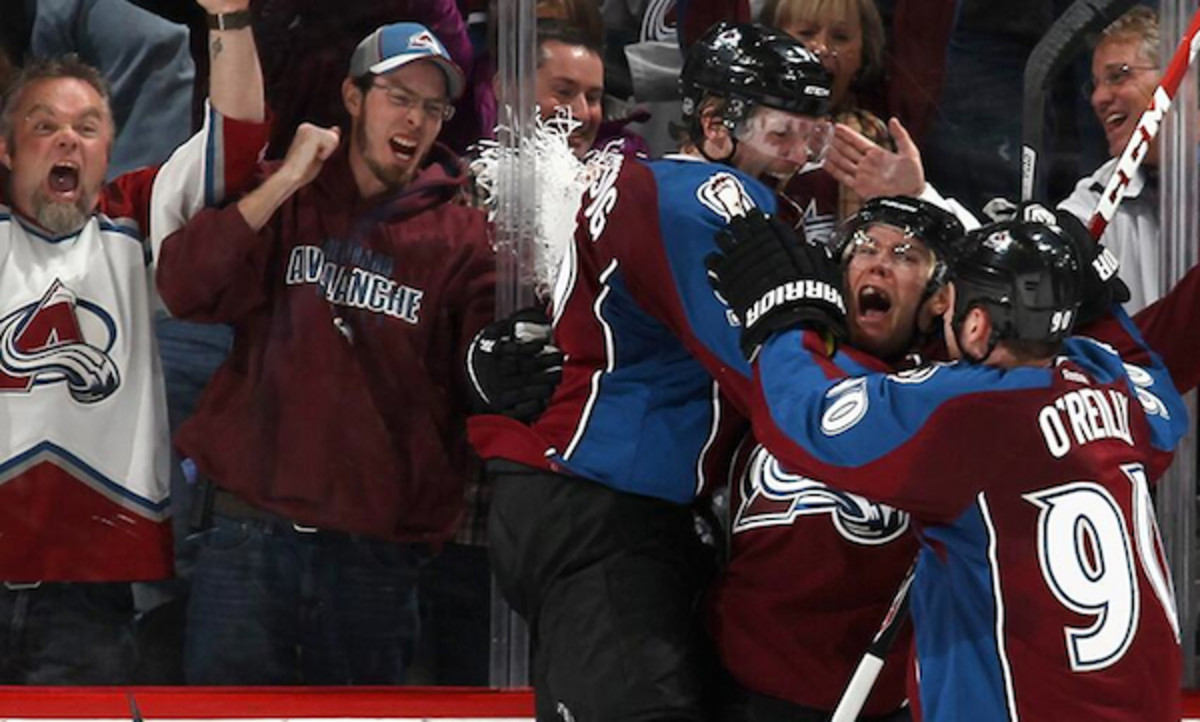Best fans-players at-the-glass celebration. (Photo:  Twitter via @Avalanche)