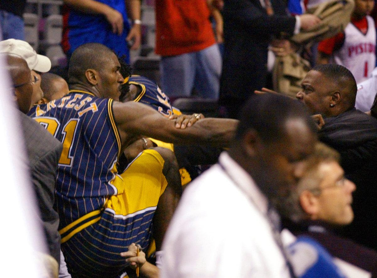 Ron-Artest-fighting-fans.jpg