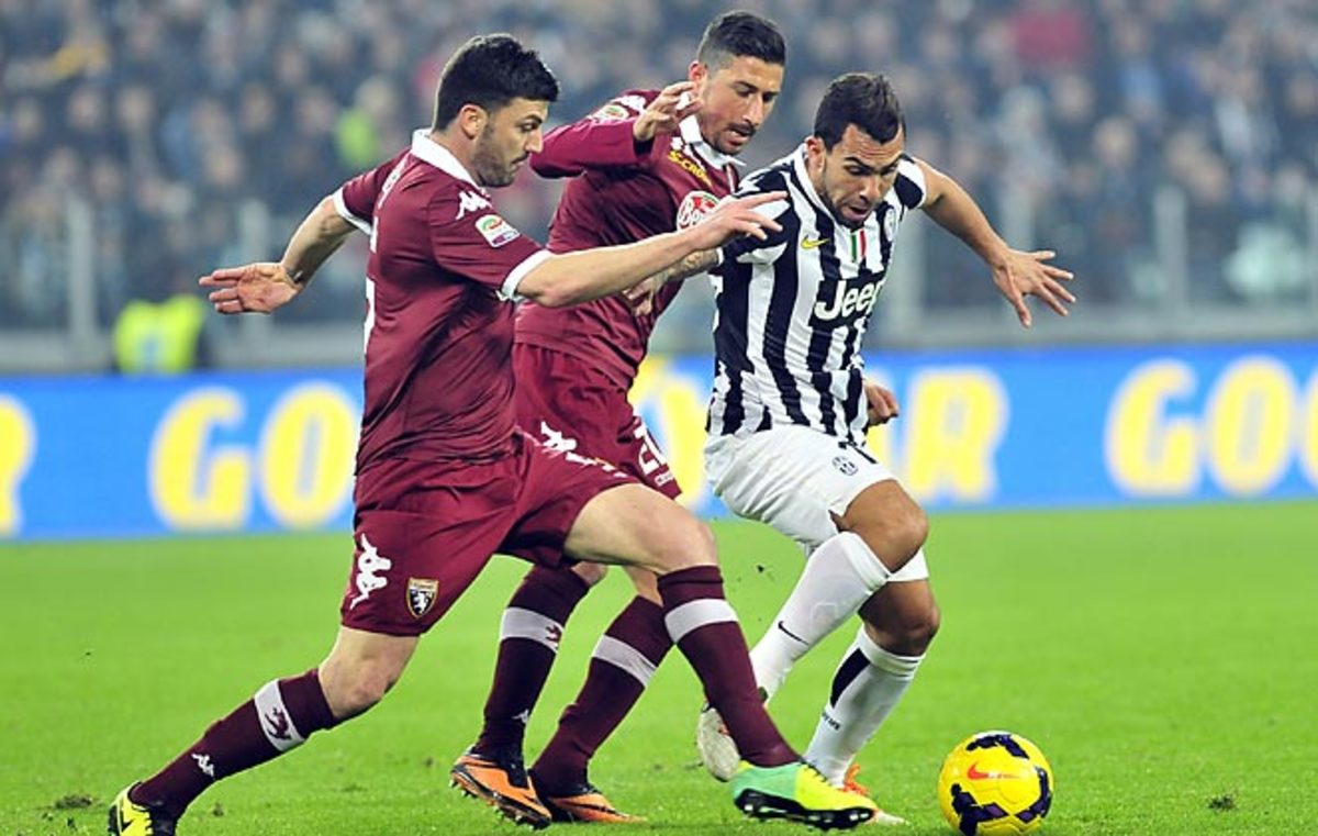 Carlos Tevez scored the only goal of the game as Juventus topped crosstown rivals Torino on Sunday.