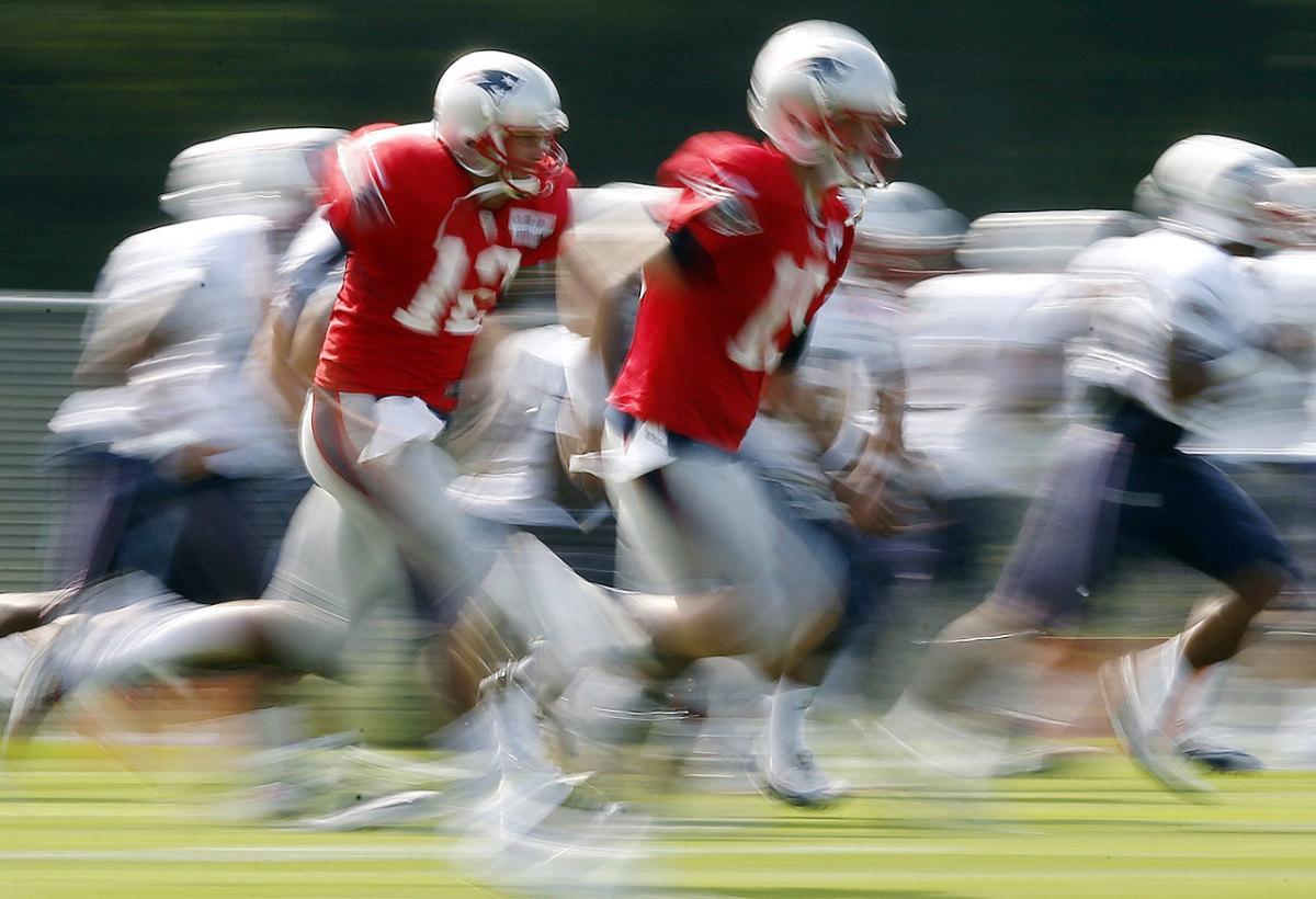New-England-Patriots-Tom-Brady-Ryan-Mallett.jpg