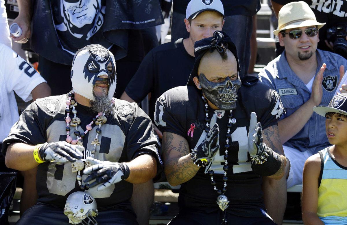 Oakland-Raiders-fans.jpg