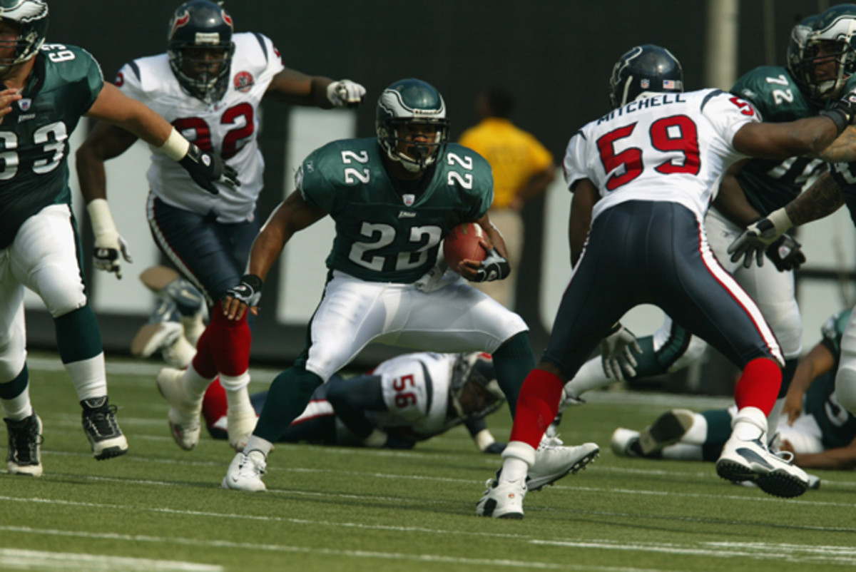 Duce Staley (22) of the Philadelphia Eagles rushes against Mitchell (59) during the game in 2002.