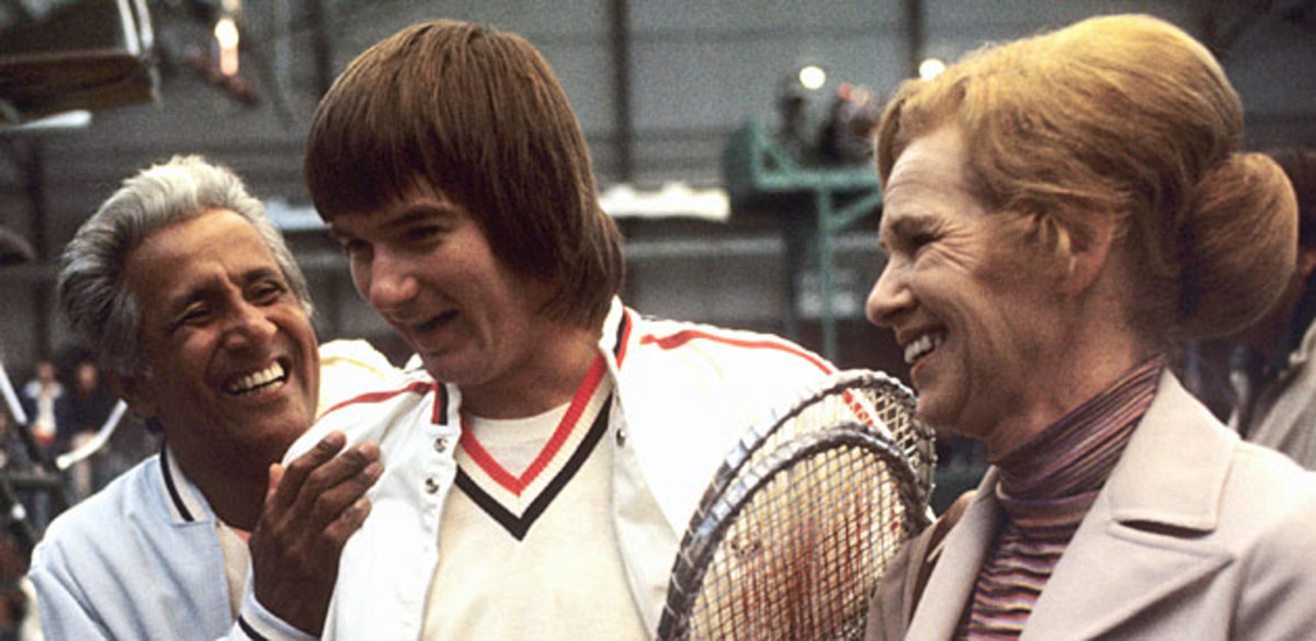 Tennis legend Pancho Gonzalez (left) joined Jimmy and Gloria Connors after a match in 1975.