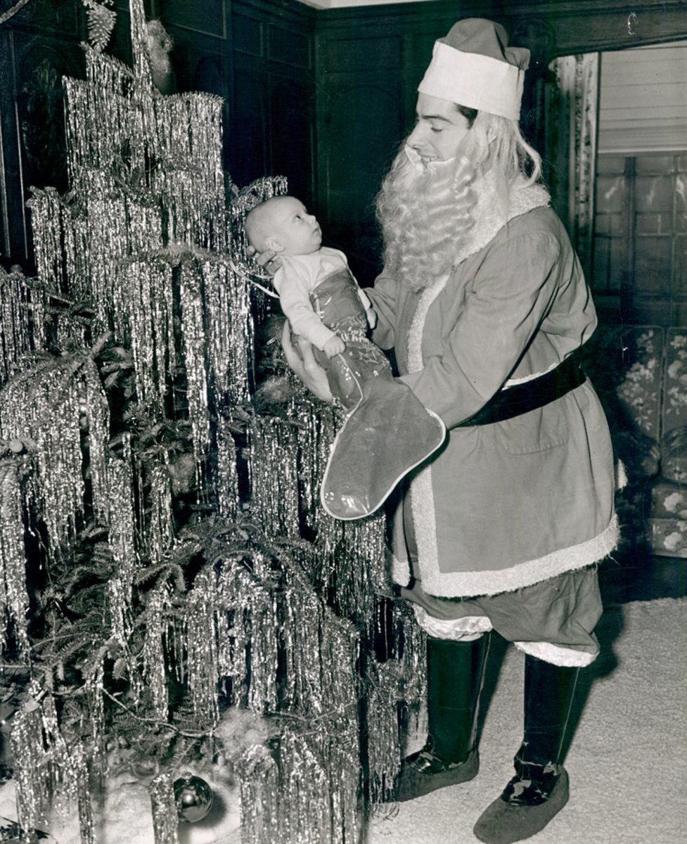 joe-dimaggio-santa-newborn-son.jpg
