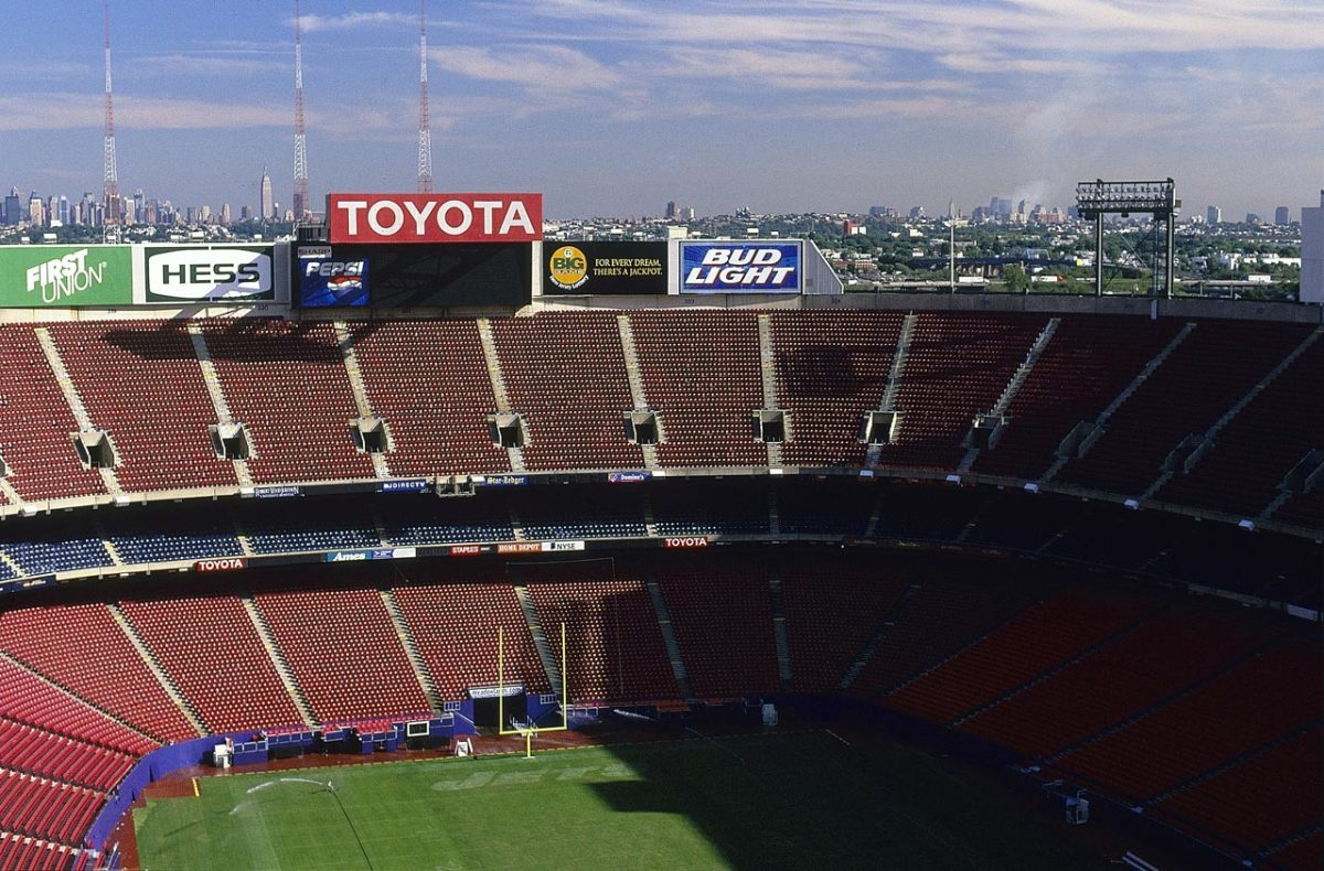 Giants-Stadium-New-York-City-skyline-001238865.jpg