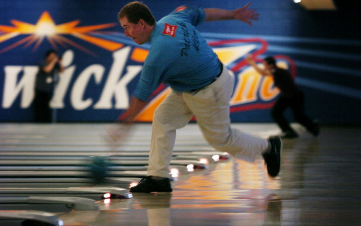 NOVEMBER 02, 2005_ LAKEWOOD, CO - Patrick Allen of Tarrytown, NY, tries out the lanes during the practice session of the PBA tournament at Brunswick Zone in Lakewood, CO. (SUMMARY - Looking for feature shots from the first day of practice for the Mile Hig
