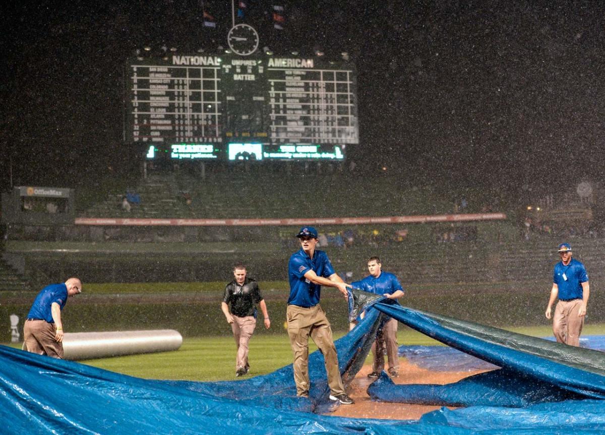 2014-Chicago-Cubs-grounds-crew-rain-tarp.jpg