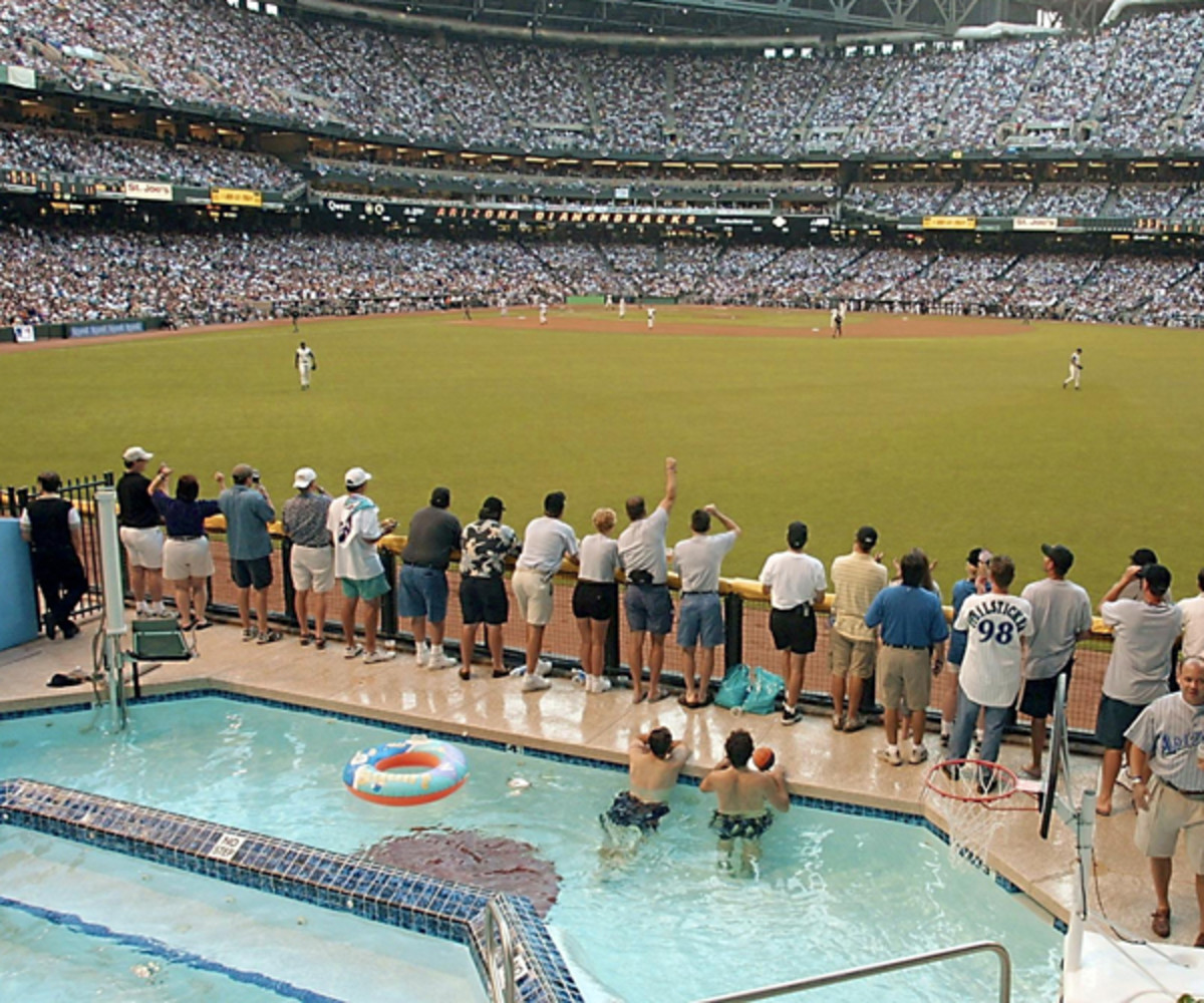 The Diamondbacks' pool circa 2001 World Series (Photo credit should read MIKE NELSON/AFP/Getty Images)