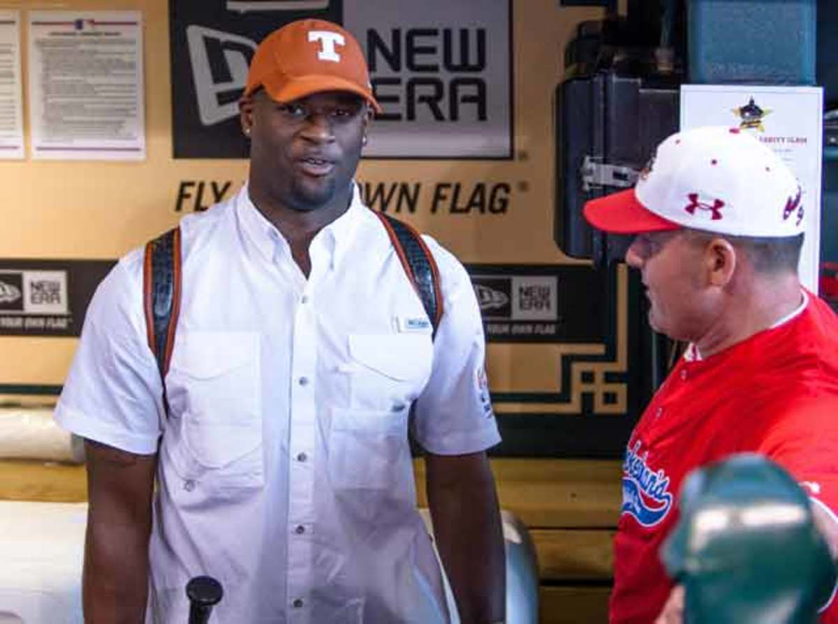 vince-young-texas-read