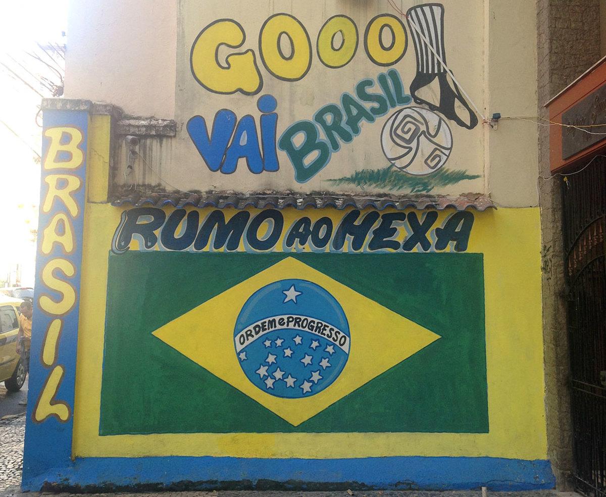 soccer-graffiti-mural-rio-IMG_8433.jpg
