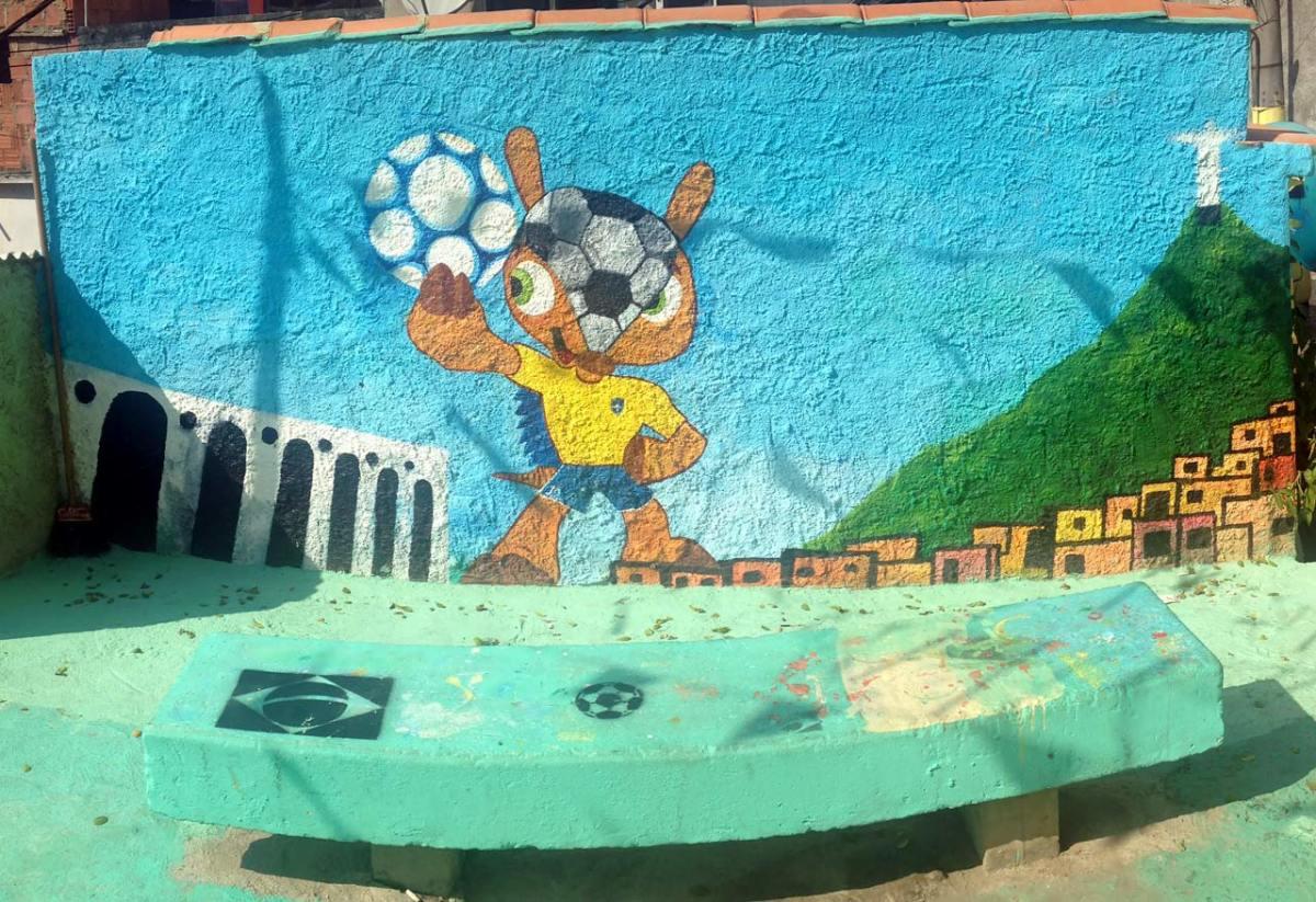 soccer-graffiti-mural-rio-IMG_8413.jpg