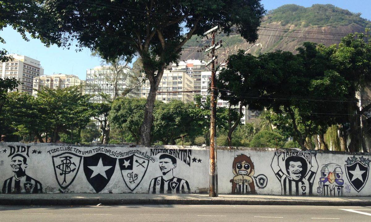 soccer-graffiti-mural-rio-IMG_8612.jpg