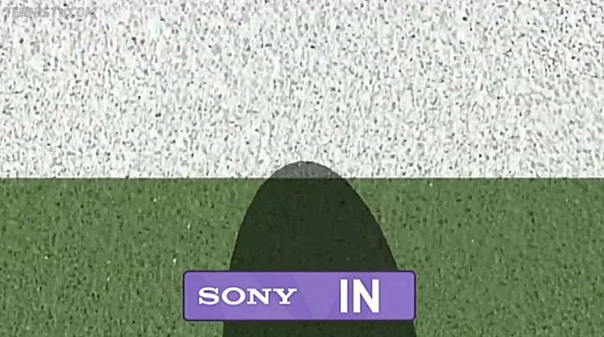 Novak Djokovic clipping lines early. (Screengrab from TennisTV)