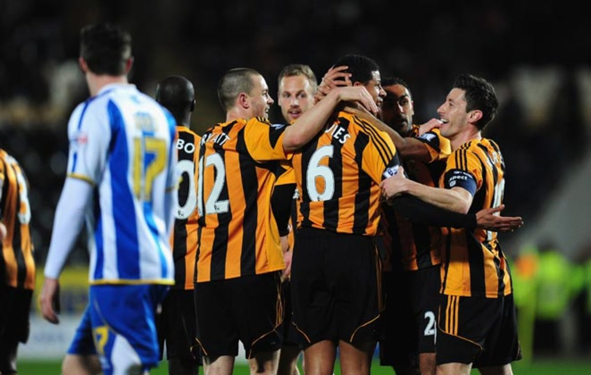 Curtis Davies and Robert Koren scored as Hull progressed to the FA Cup quarterfinals on Monday.